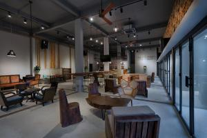 A restaurant or other place to eat at 9 Station Hostel & Bar