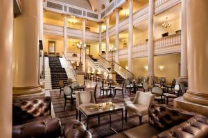 Lounge oder Bar in der Unterkunft Radisson Blu Badischer Hof Hotel
