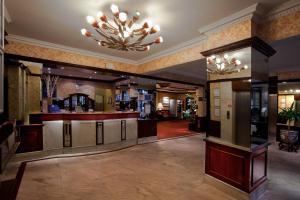 The lobby or reception area at Britannia Hotel Wolverhampton