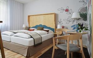Ein Bett oder Betten in einem Zimmer der Unterkunft Klosterhof