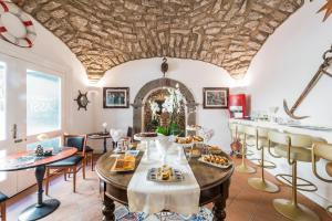 Un restaurante o sitio para comer en Palazzo Sassi