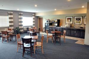 A restaurant or other place to eat at Brookstone Lodge & Suites