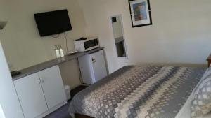 A room at Kaniva Midway Motel