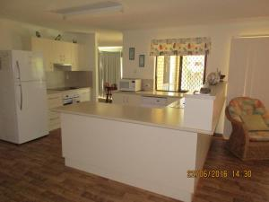 A kitchen or kitchenette at Anchor In
