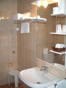 A bathroom at Apartaments Bonet