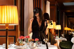 A restaurant or other place to eat at La Chambre du Marais