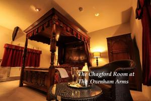 The lounge or bar area at The Oxenham Arms Hotel Devon