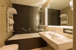 A bathroom at Hotel Manin