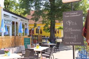 Ein Restaurant oder anderes Speiselokal in der Unterkunft Gasthof Zum Lindenhof