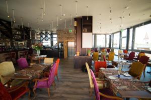 Ein Restaurant oder anderes Speiselokal in der Unterkunft Hotel Gutenbergs