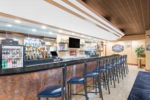 A restaurant or other place to eat at Ramada by Wyndham Whitehall/Allentown