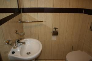 A bathroom at Hotel 7