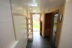 Ein Etagenbett oder Etagenbetten in einem Zimmer der Unterkunft Feriendorf Südstrand Haus 41