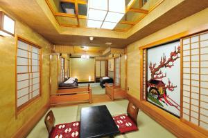 The fitness centre and/or fitness facilities at Khaosan World Asakusa Ryokan & Hostel
