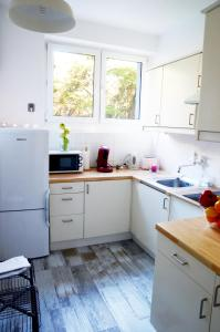 Kuchnia lub aneks kuchenny w obiekcie Old Town Holiday & Business Apartment