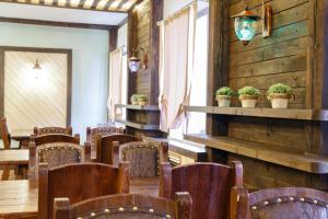 Ресторан / где поесть в Гостинично-Оздоровительный Комплекс Семья