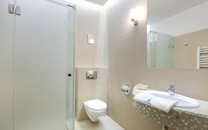 A bathroom at Hotel Wit Stwosz