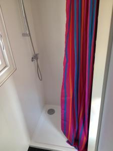 A bathroom at Waterland Huisje