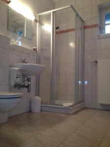 A bathroom at Gasthaus Marienhof