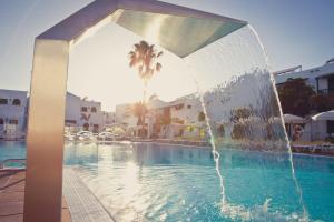 Het zwembad bij of vlak bij Gloria Izaro Club Hotel