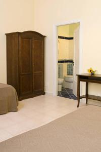 A bed or beds in a room at Il Guiscardo B&B