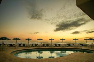 The swimming pool at or close to Dunas Praia Hotel