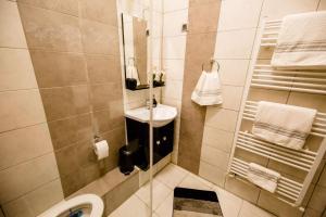 A bathroom at Anna Central Studio