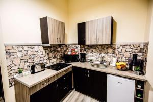 A kitchen or kitchenette at Anna Central Studio