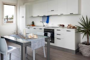 A kitchen or kitchenette at Cala Palme