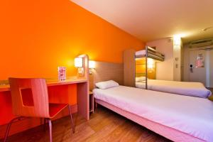 A bunk bed or bunk beds in a room at Premiere Classe Sens Nord- Saint Clément