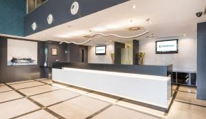 The lobby or reception area at Ilunion Aqua 4
