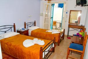 A bed or beds in a room at Santa Barbara