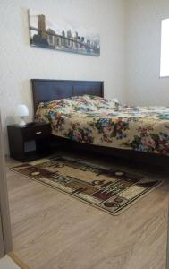 A bed or beds in a room at Apartment Kaliningradskiy