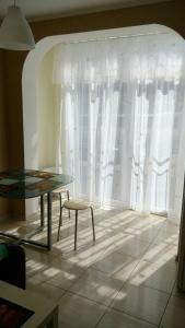 A seating area at Apartment Kaliningradskiy