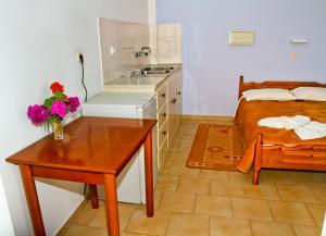 A kitchen or kitchenette at Santa Barbara