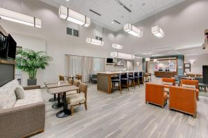 A restaurant or other place to eat at Hampton Inn & Suites North Houston Spring