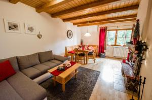 The lounge or bar area at Apartments Mariborsko Pohorje