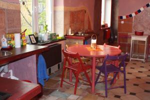 Restauracja lub miejsce do jedzenia w obiekcie El Hostel