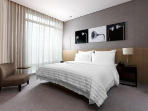 A bed or beds in a room at Le Meridien Taipei