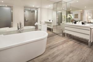 A bathroom at Melia Lebreros