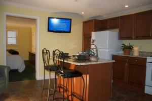 A kitchen or kitchenette at Kenny's Tipperary Inn