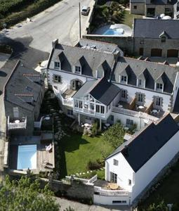 A bird's-eye view of Le Lodge Kerisper