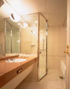 A bathroom at Kyoto Hotel Okura