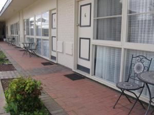 A porch or other outdoor area at Darlot Motor Inn