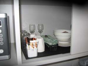 Coffee and tea-making facilities at Darlot Motor Inn