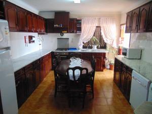 A kitchen or kitchenette at Casa da Sogra
