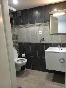 Ein Badezimmer in der Unterkunft Studio cosy au centre de Couvet