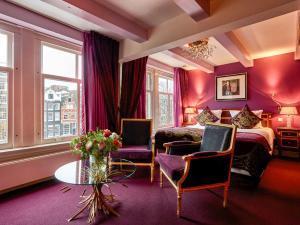 A seating area at Ambassade Hotel