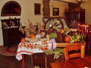 A restaurant or other place to eat at Hotelik Mazurska Chata-BONY,restauracja, blisko aqapark, centrum,jezioro