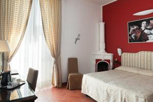 A bed or beds in a room at Hotel Caravaggio